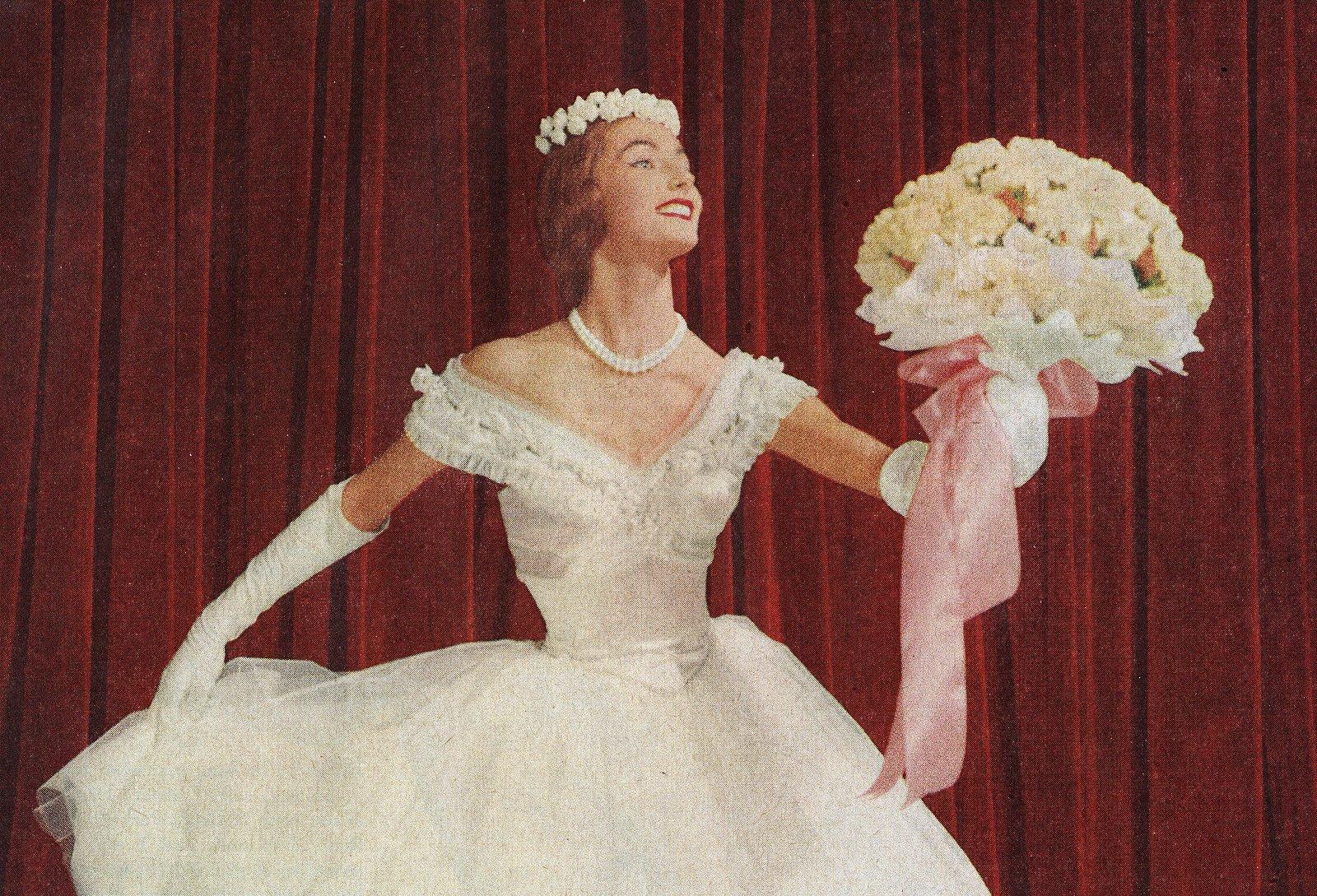 Vintage 50s women wearing gloves (6)