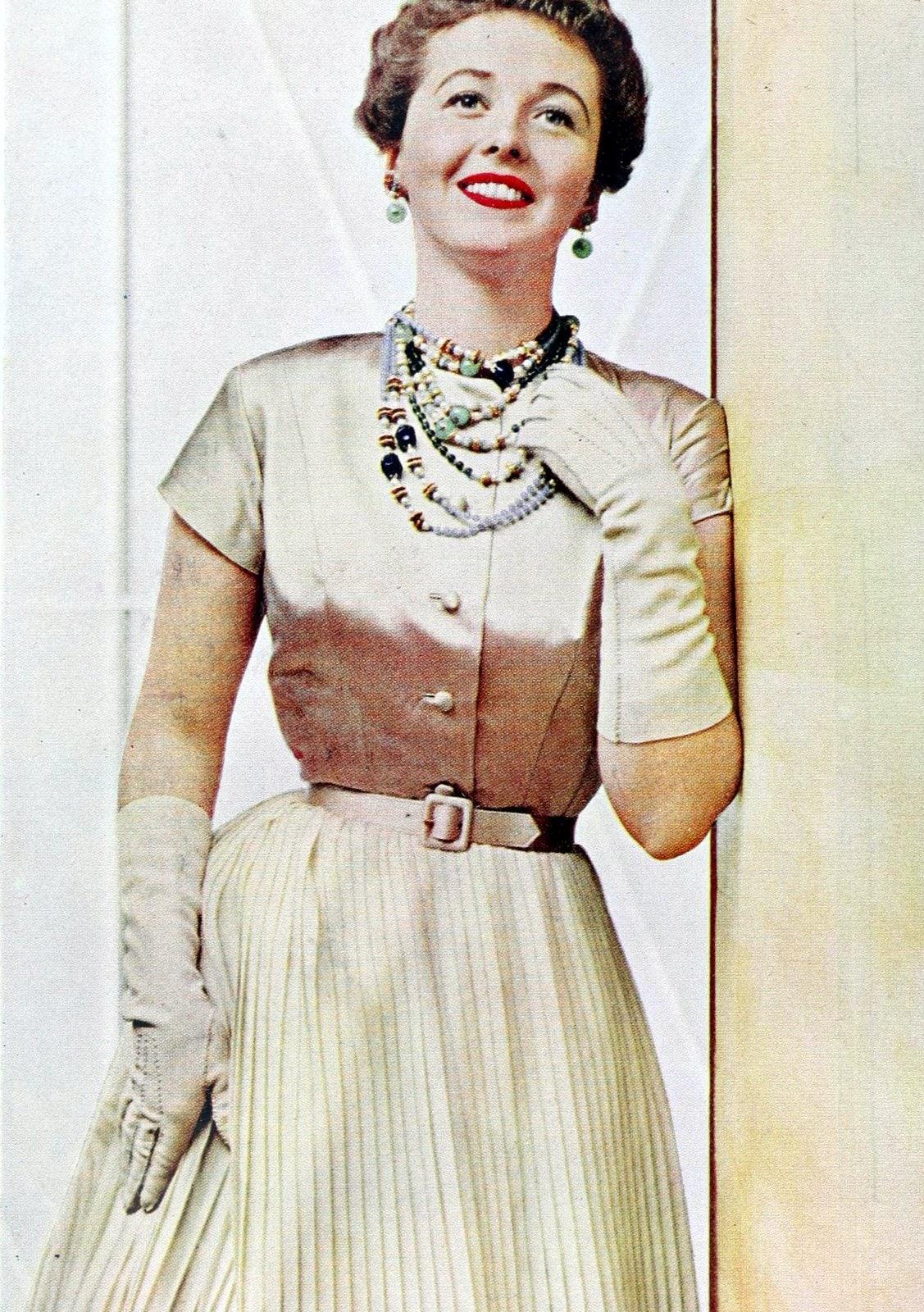 Vintage 50s women wearing gloves (9)