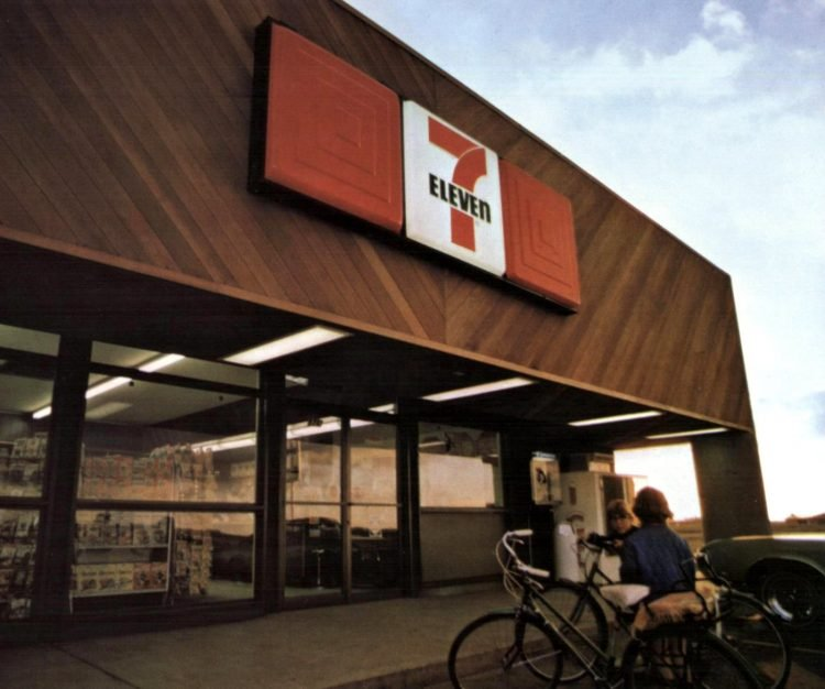 Vintage 7-Eleven stores from 1971 (2)