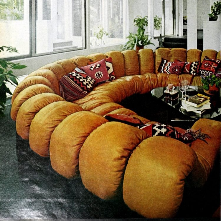 Vintage '70s curved sofas (3)