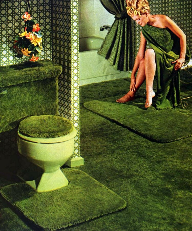 Vintage 70s green bathroom decor (1)
