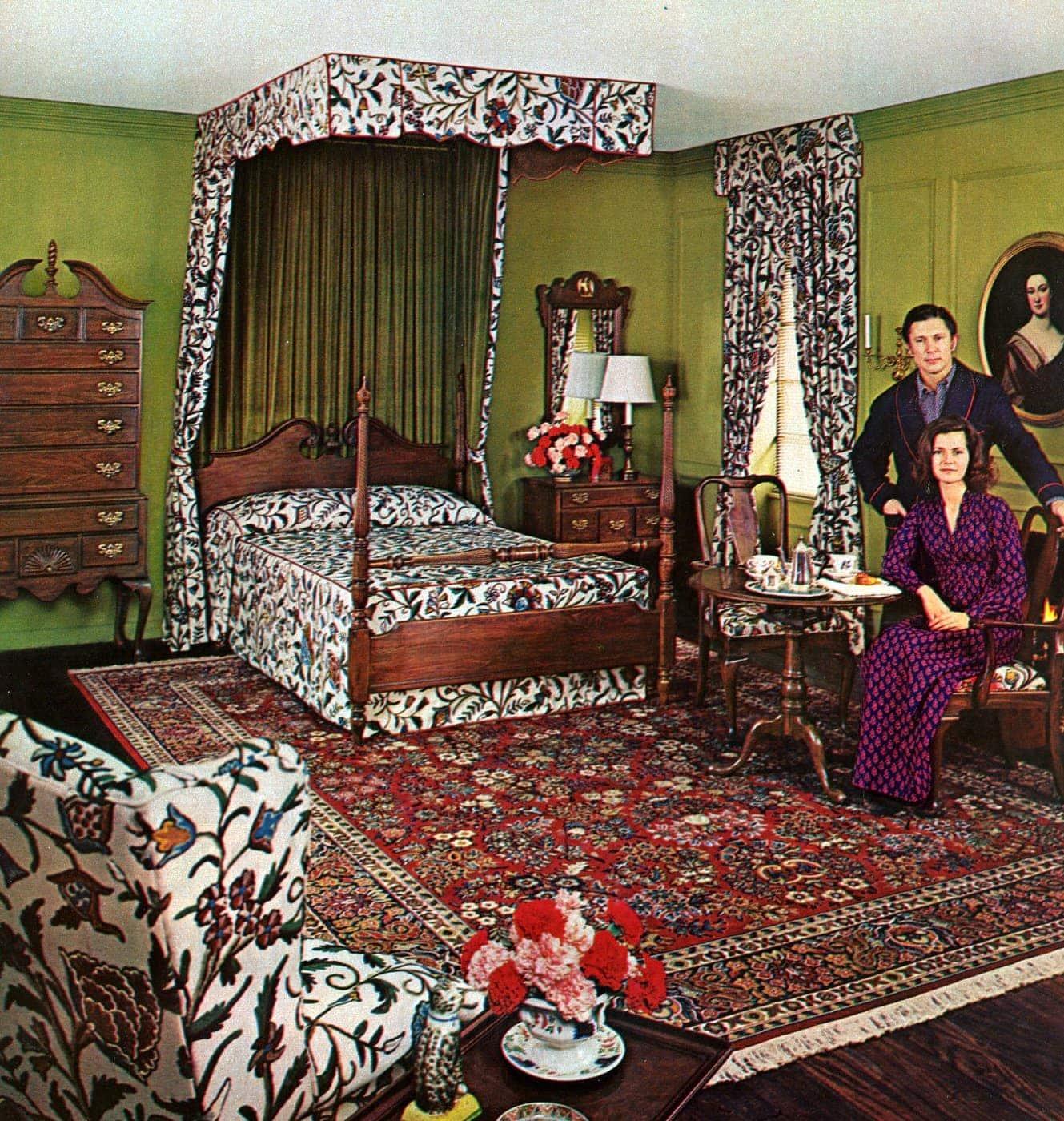 Vintage 70s master bedroom canopy bed - 1973