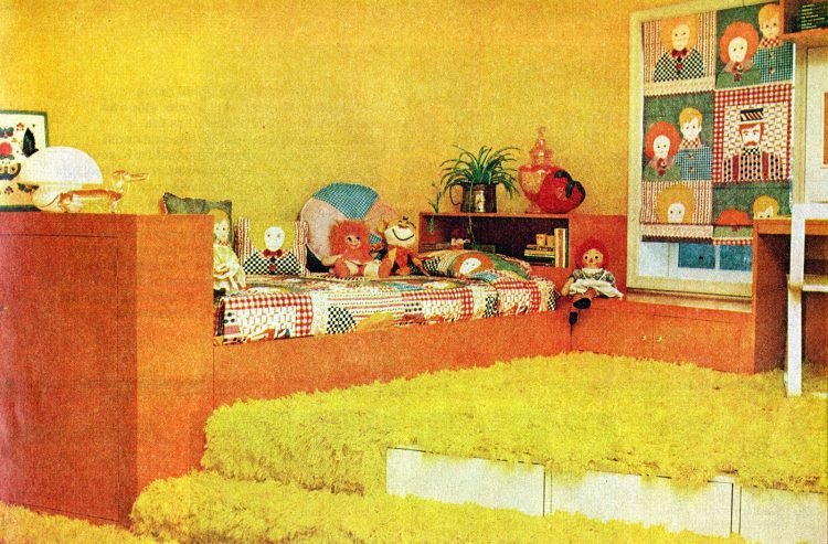 Vintage 70s small bedroom idea -hag carpet and platforms from 1976 (1)