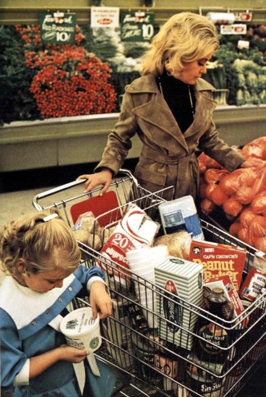 Vintage 70s supermarket scenes - 1970 - 28