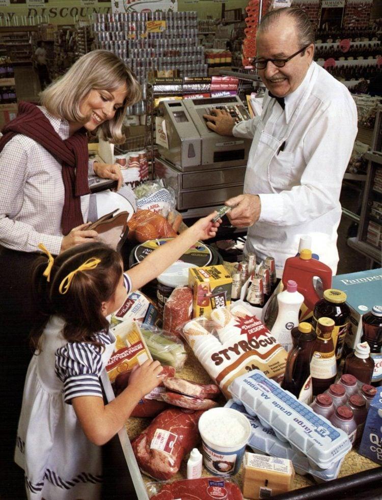Vintage 70s supermarket scenes - 1977 - 11