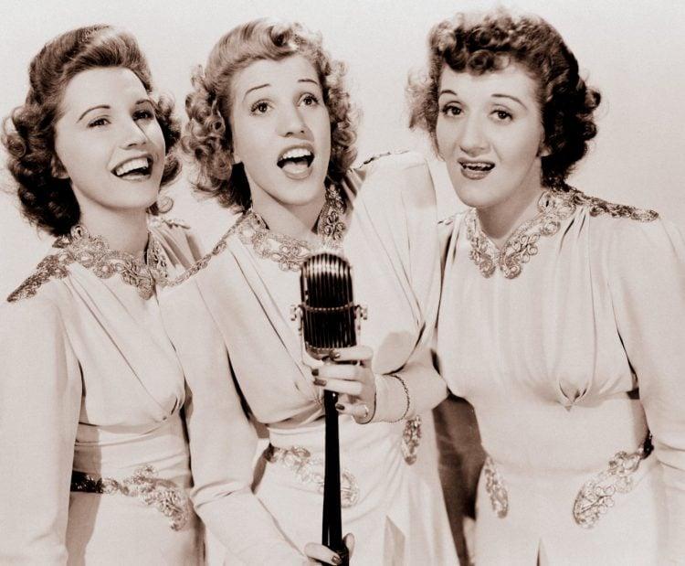 Vintage Andrews Sisters - Singing trio