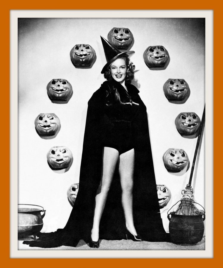 Vintage Halloween pin-up girls from the 30s and 40s (1)