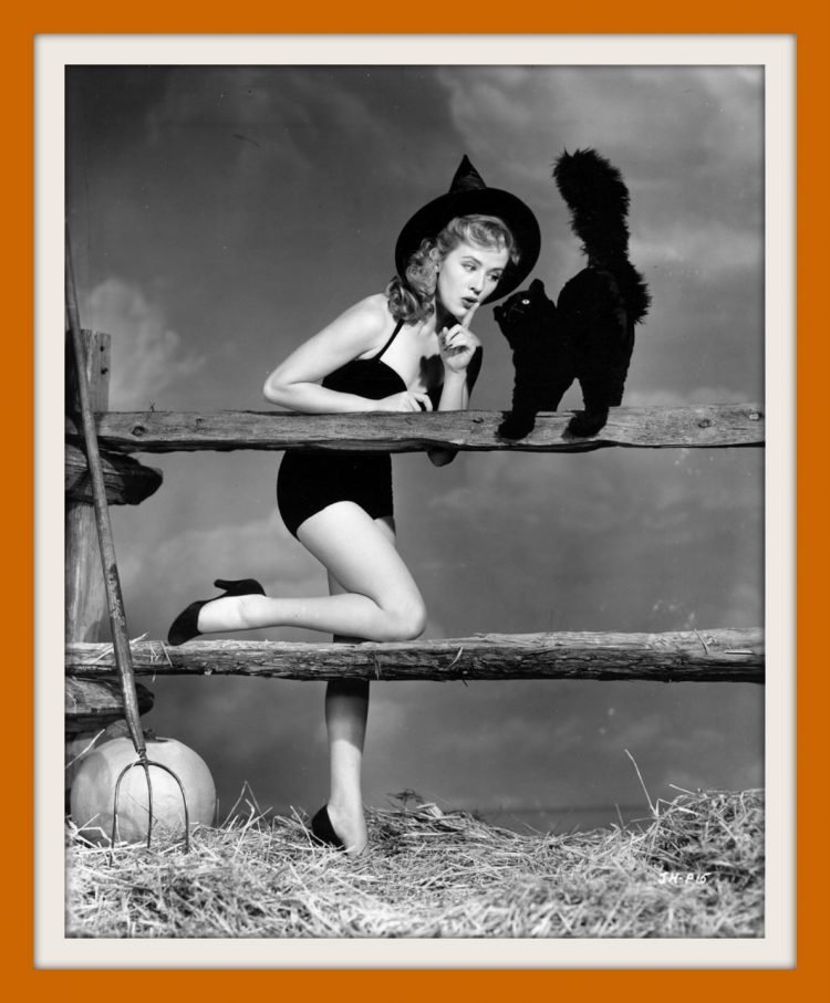 Vintage Halloween pin-up girls form the 30s and 40s (2)