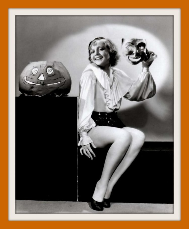 Vintage Halloween pin-up girls form the 30s and 40s (3)