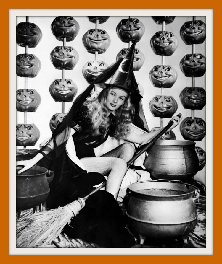 Vintage Halloween pin-up girls from the 30s and 40s (4)