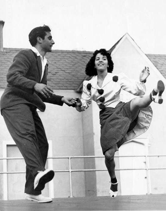 Vintage Jitterbug dancing from around 1939 - Via NYPL (8)