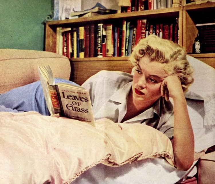 Vintage Marilyn Monroe - reading book