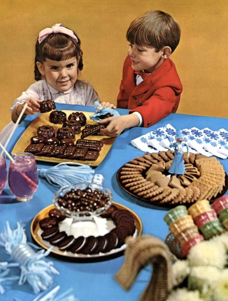 Vintage National Biscuit cookies on a party table (1965)