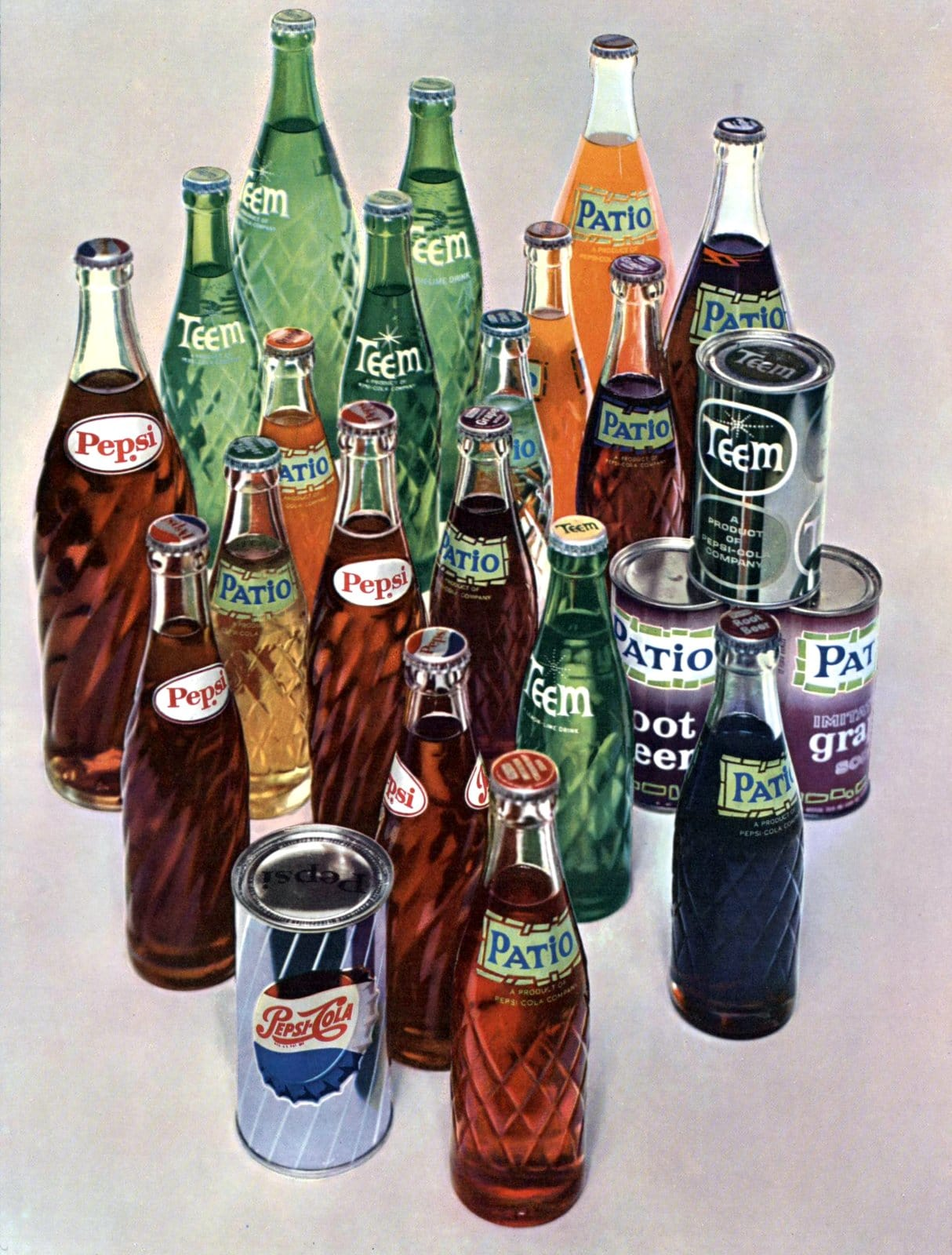 Vintage Pepsi drinks in cans and bottles from 1960