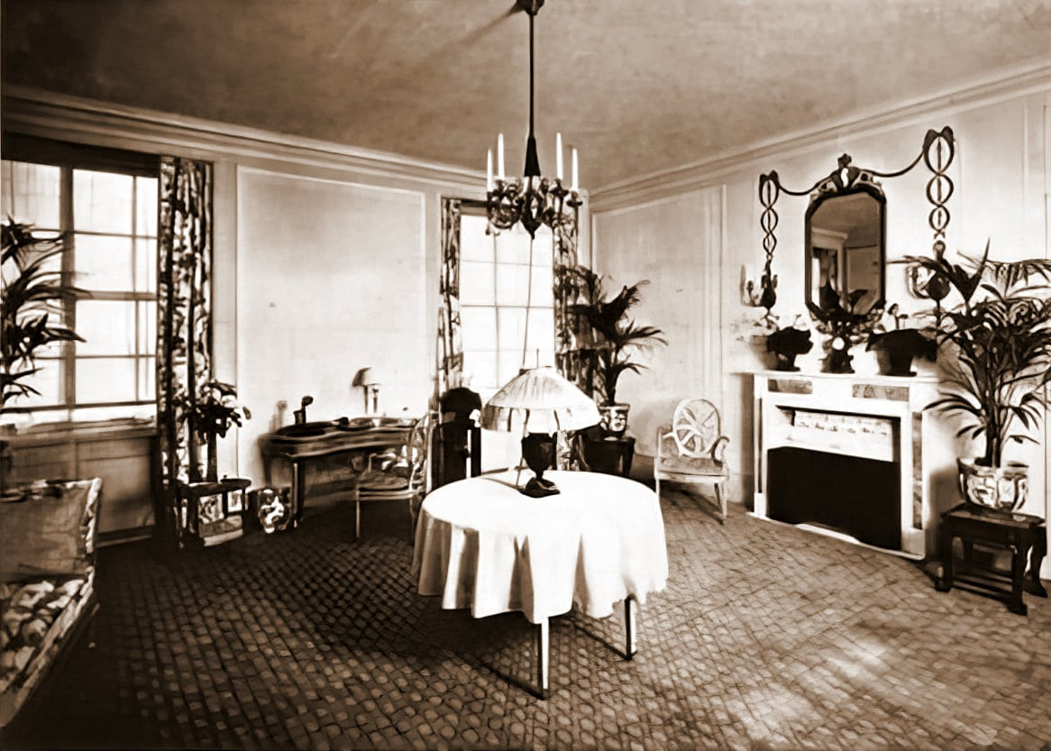 A guest room in the old Ritz-Carlton hotel in New York (1911)