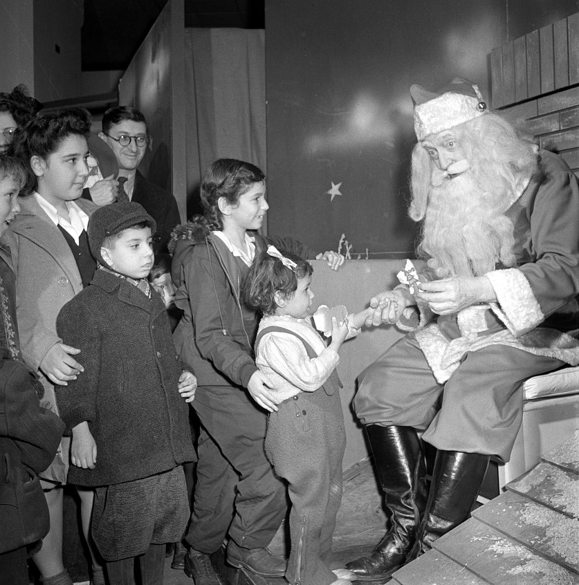 Vintage Santa Claus at Macy's (1942)