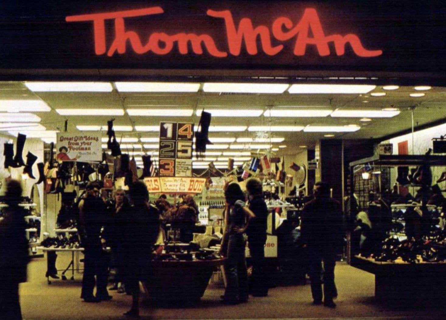 Vintage Thom McAn shoe store (1970)