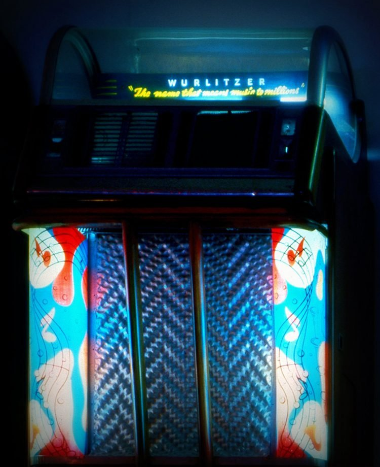 Vintage Wurlitzer jukeboxes (2)