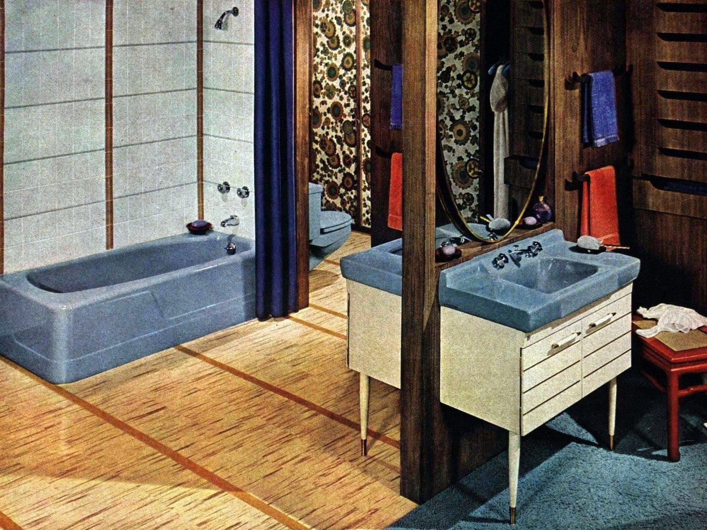 Vintage bathroom decor from 1962 (2)