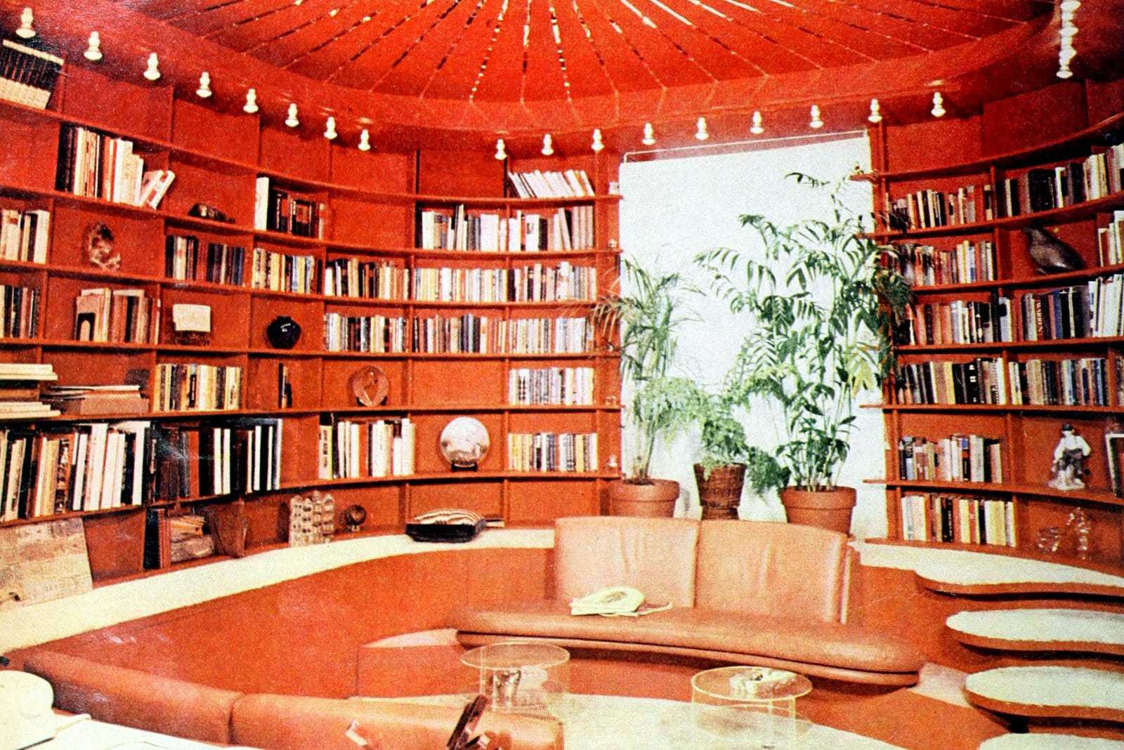 Vintage bookshelves, book nooks and other beautiful old-fashioned home libraries