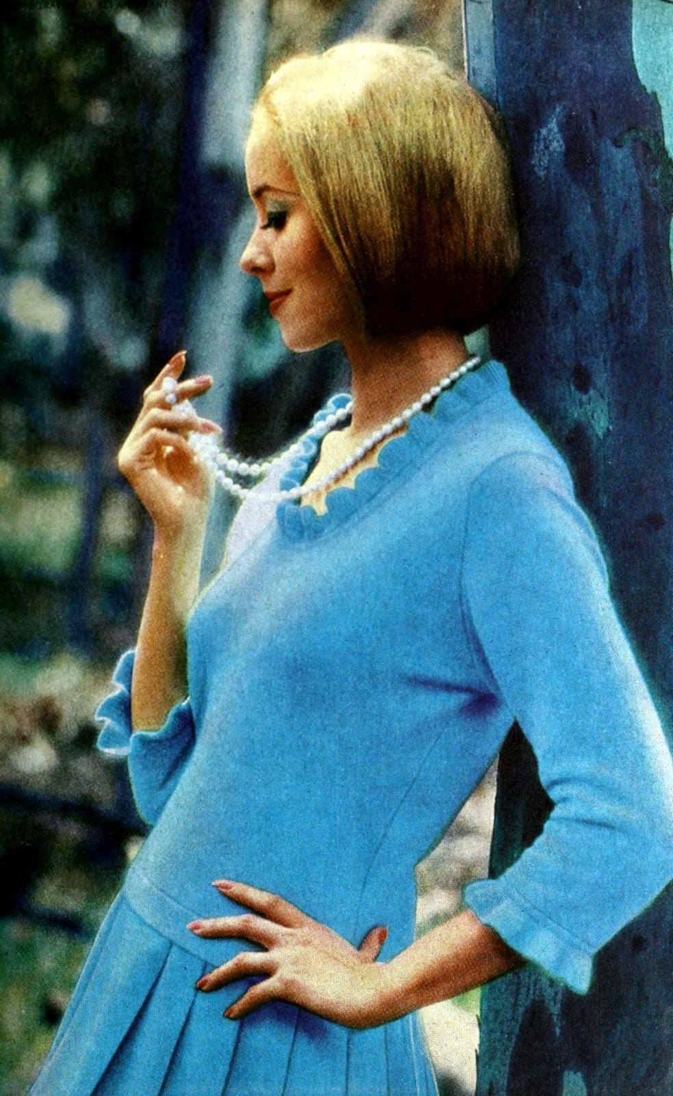 Vintage bright blue sweater with ruffled collar (1965)