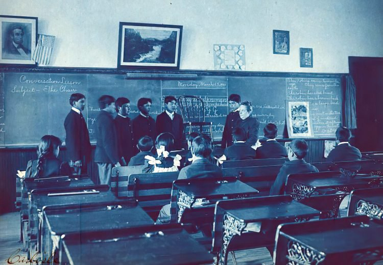 Vintage classroom - Conversation lesson, subject - the chair 1899
