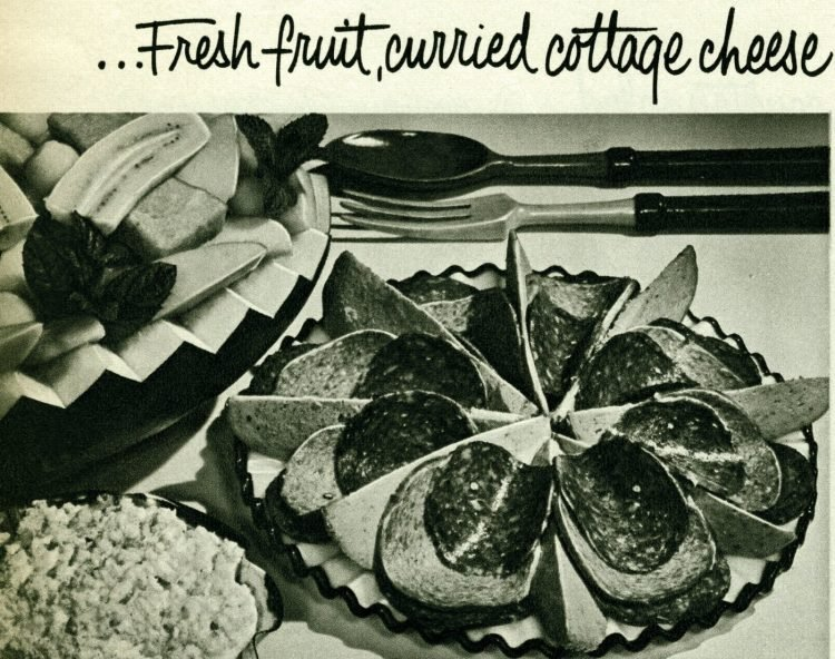 Vintage cold cuts sides - Fresh fruit, curried cottage cheese
