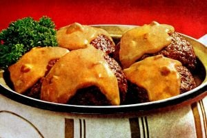 Vintage dinner recipe -Burger Bundles casserole (1968)