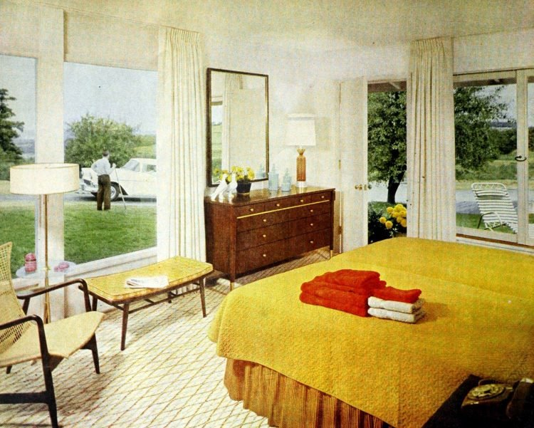 Vintage gold yellow bedroom decor from the 50s (4)