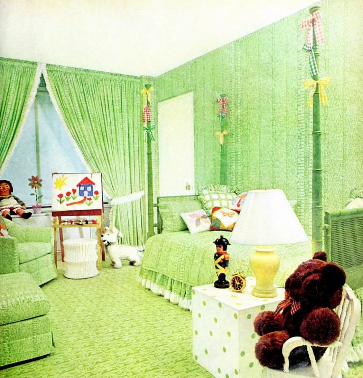 Vintage green bedding - child's bedroom decor (1974)