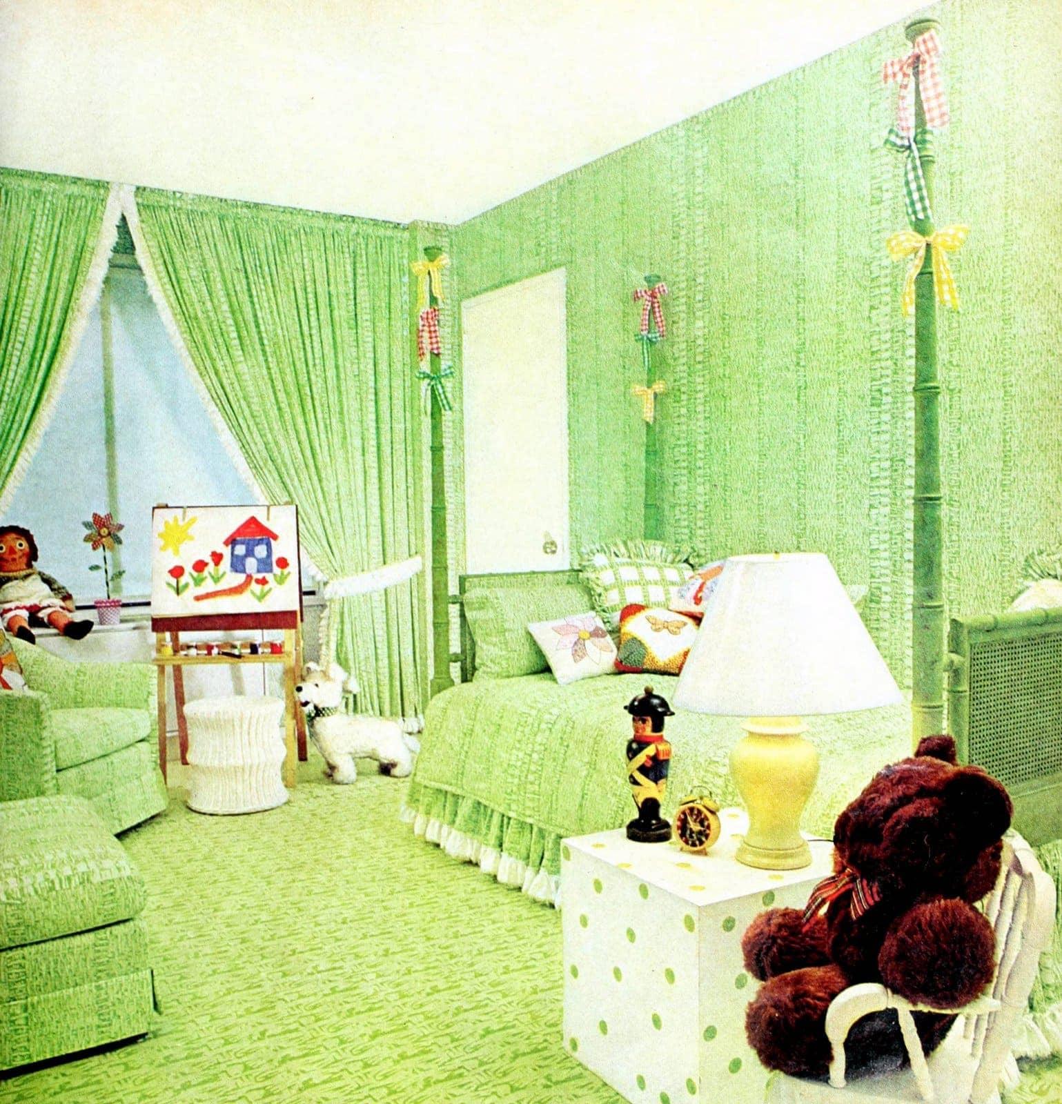 Vintage green bedding - child's bedroom decor (1974)