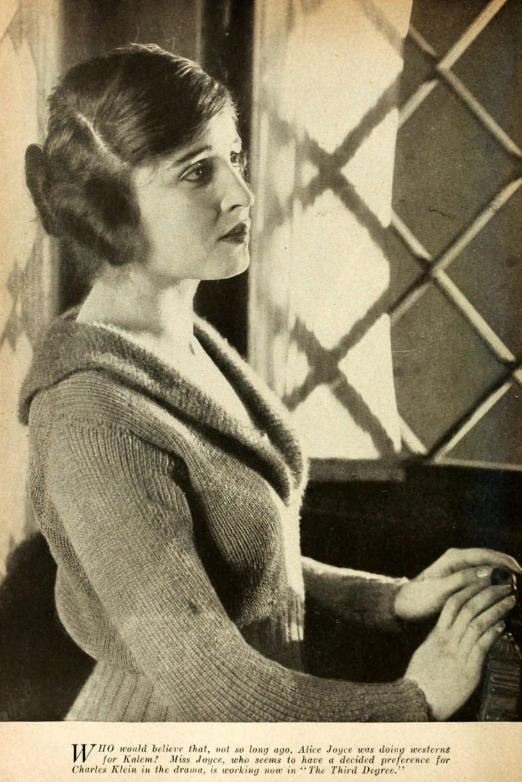 Vintage hairstyle from 1919 (3)