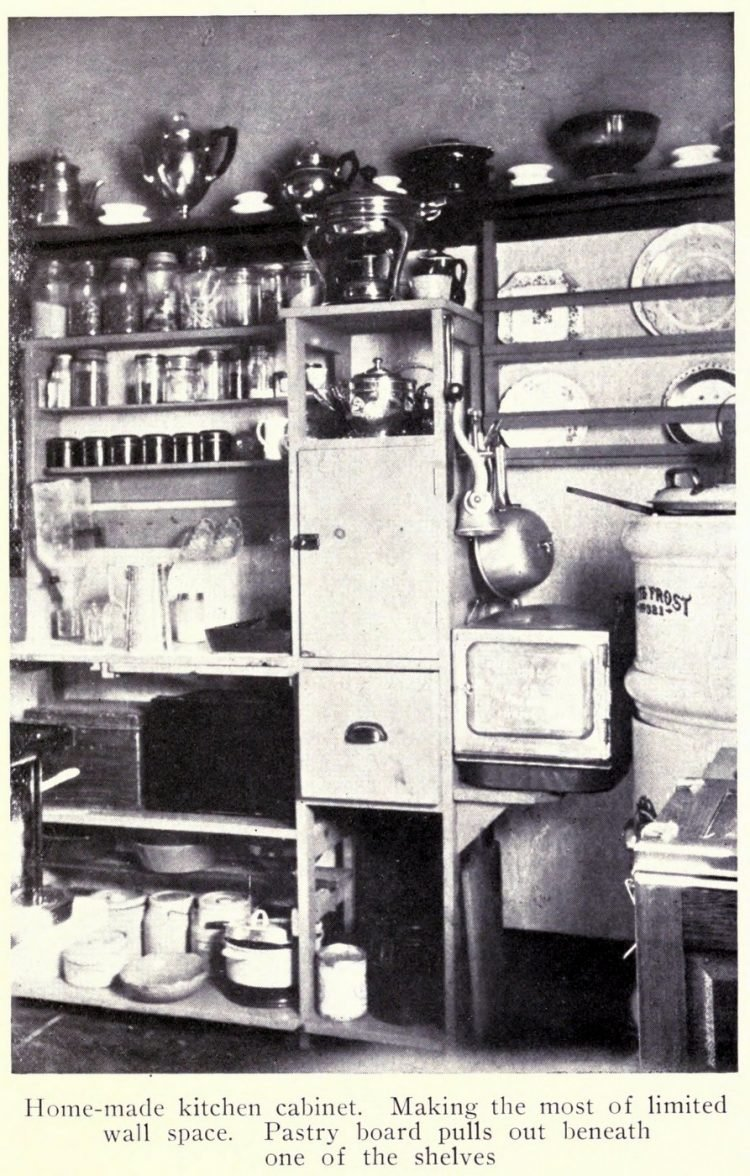Vintage kitchen from the early 1900s (1)