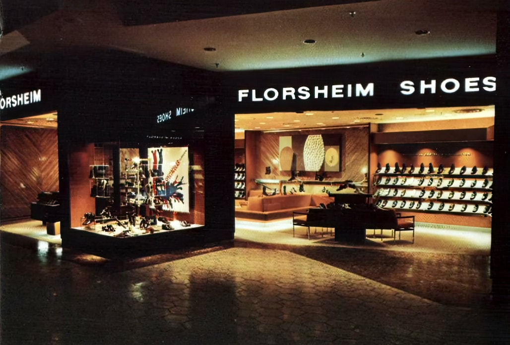 Vintage mall store - Florsheim shoes (1971)