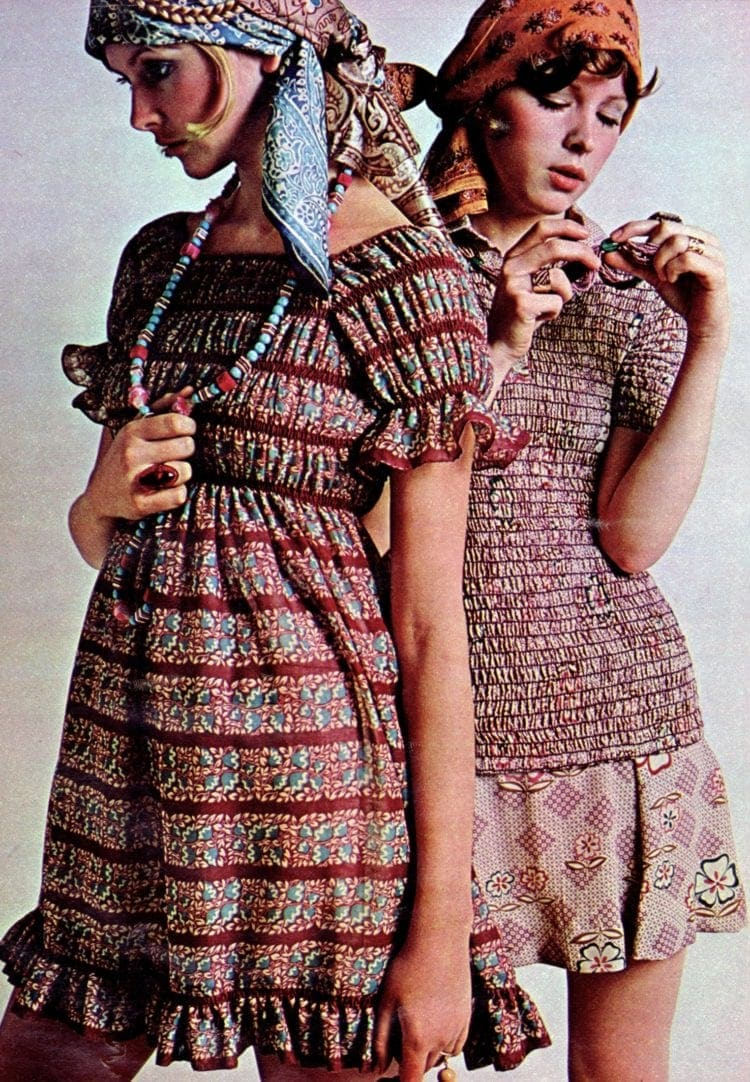Vintage mini dress fashions for juniors and teens from 1970 (1)