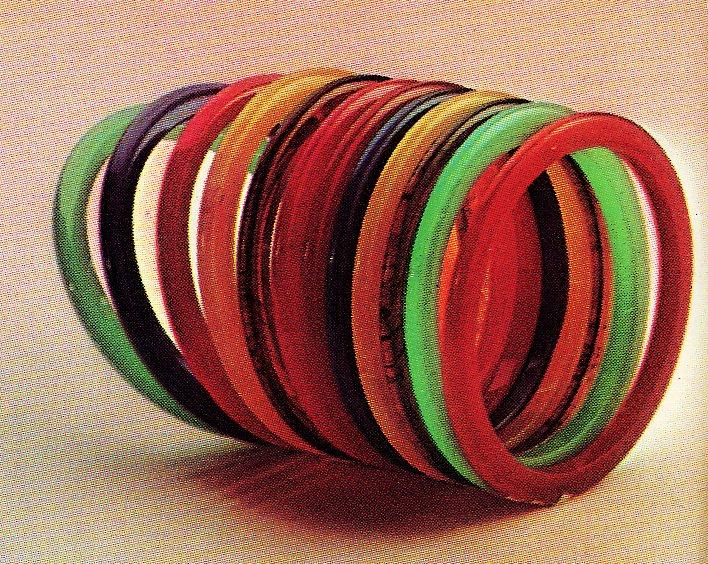 Vintage mod bangle bracelets of the 1960s (2)
