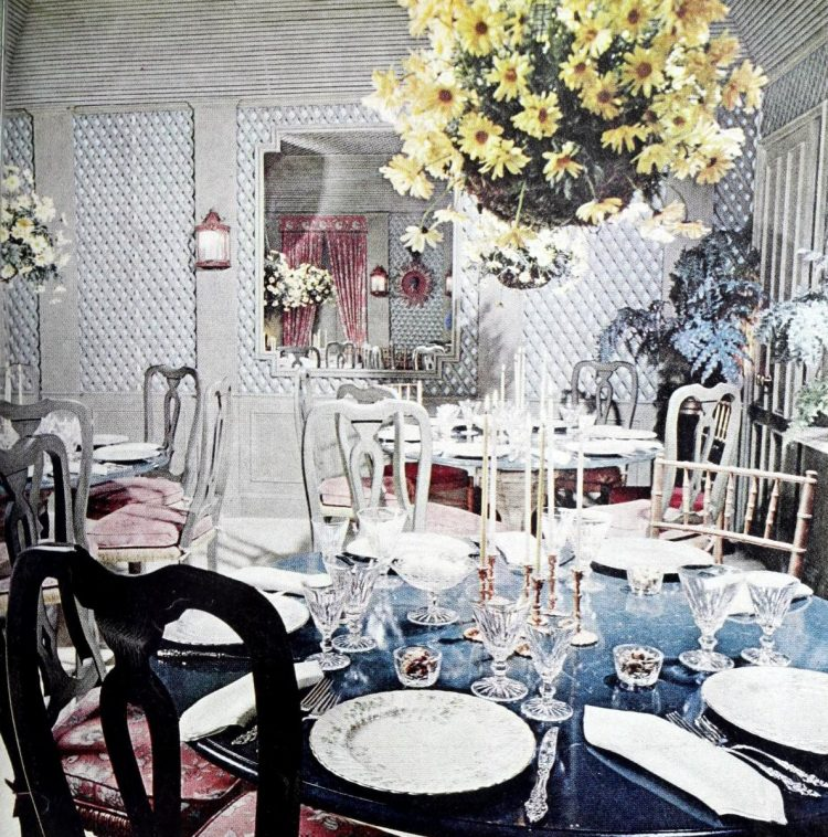 Vintage party table decor from the 70s - 1970