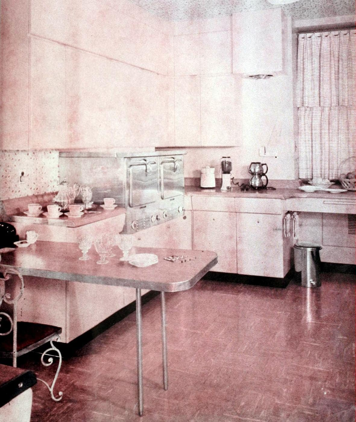 Vintage pink kitchen decor for the 50s home (2)