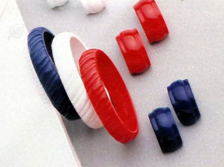 Vintage plastic bracelets (1)