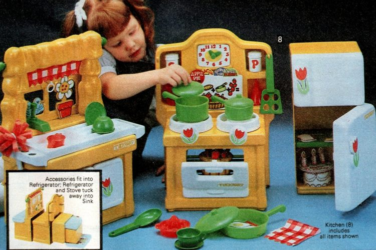 Vintage play kitchen toys from 1981 (3)