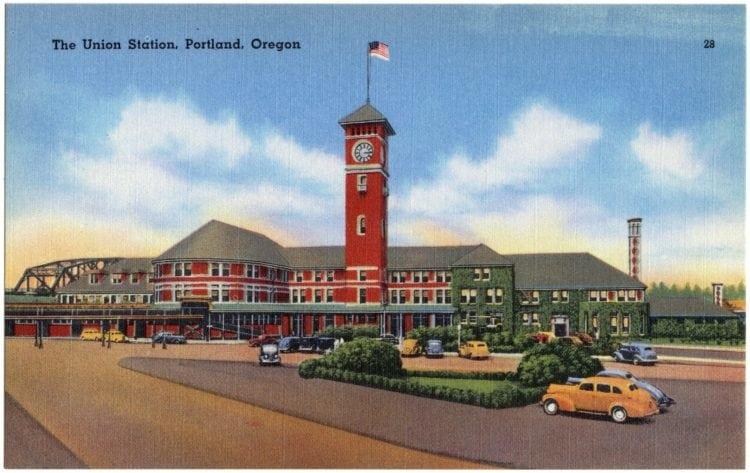 Vintage postcard Union Station of Portland Oregon