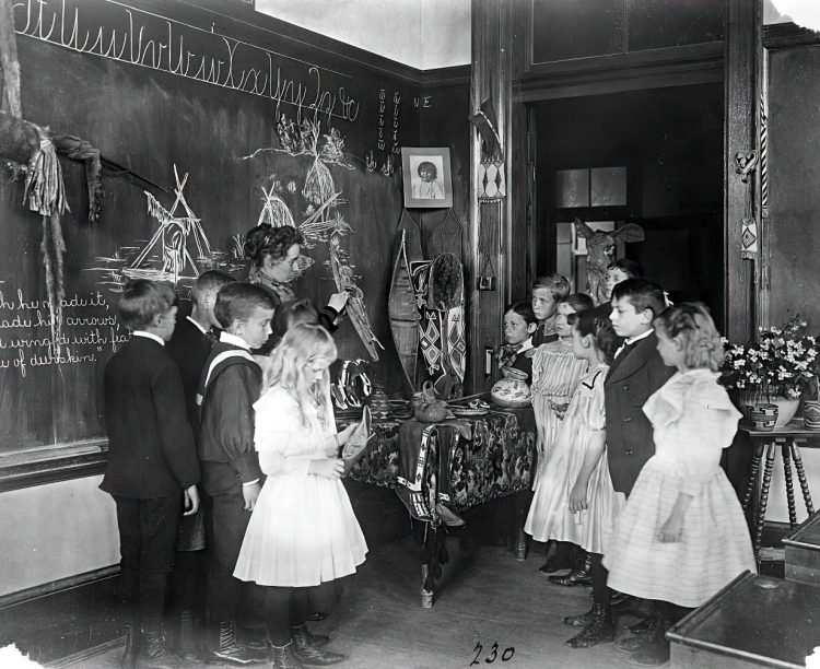 Vintage school classrooms in 1899 (1)
