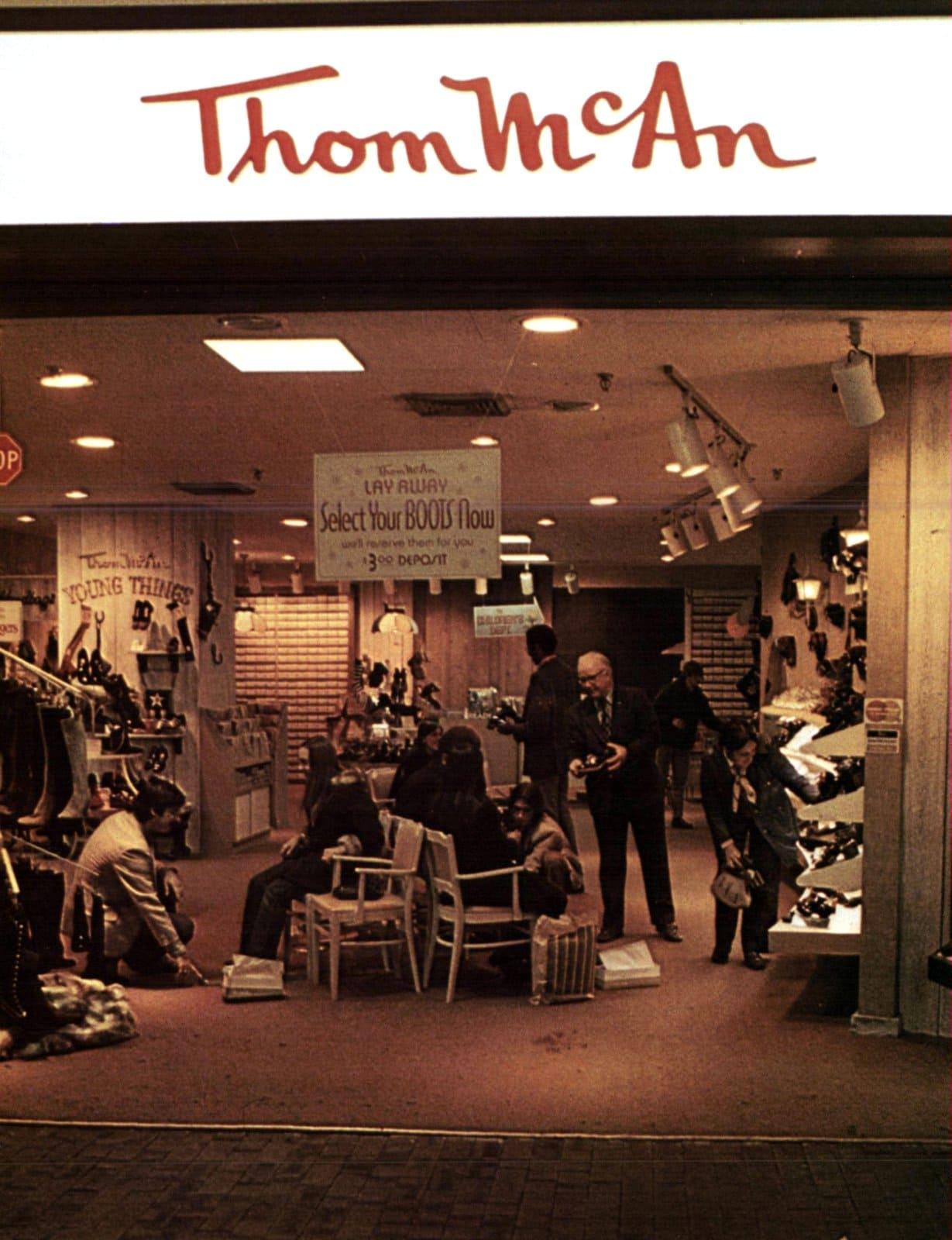 Vintage seventies Thom McAn shoe store (1971)