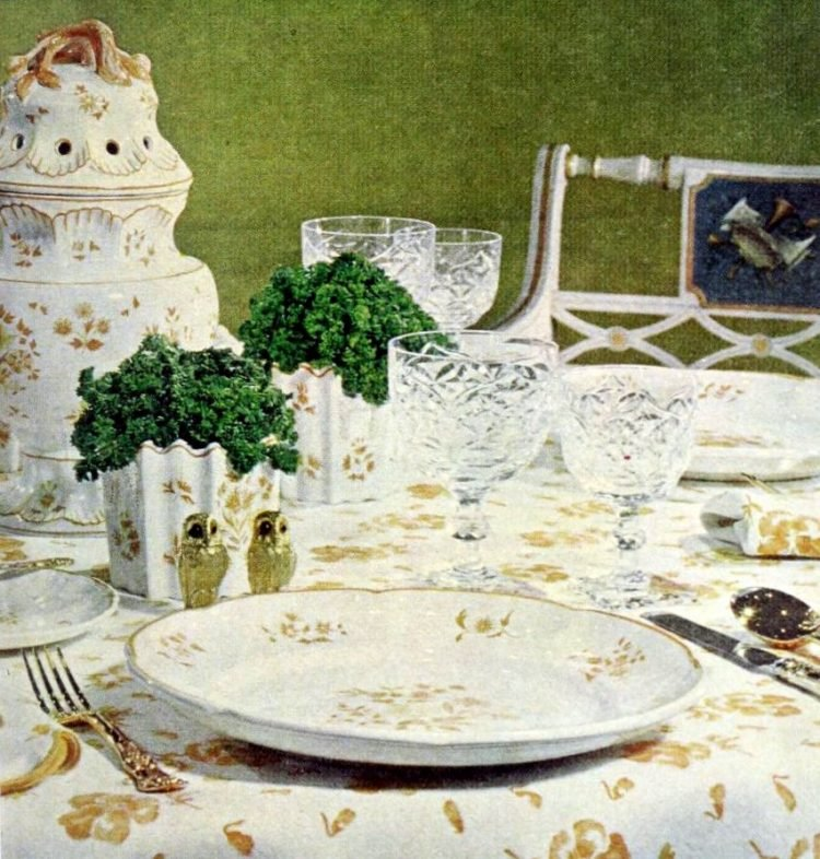 Vintage table decor from 1965 (2)