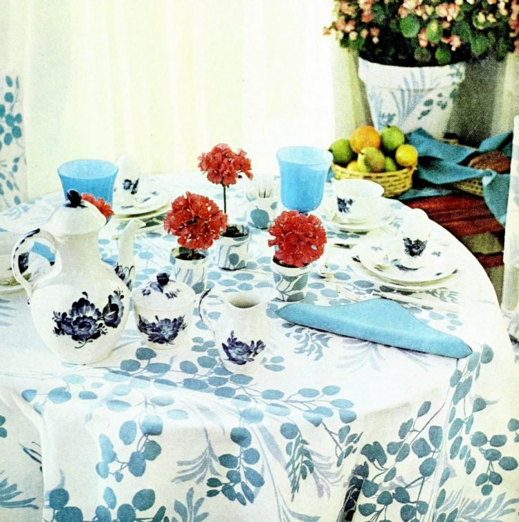 Vintage table settings from 1974 (3)