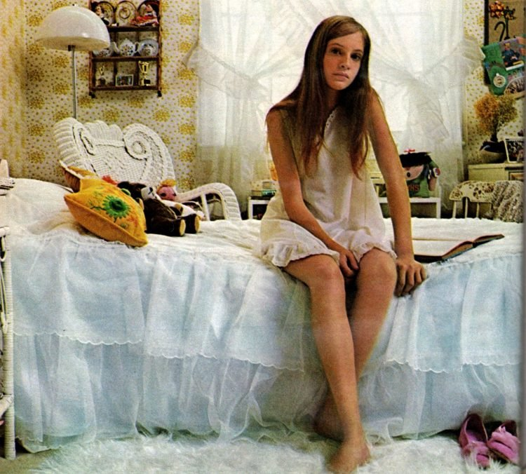 Vintage teenager bedroom decor (1970)