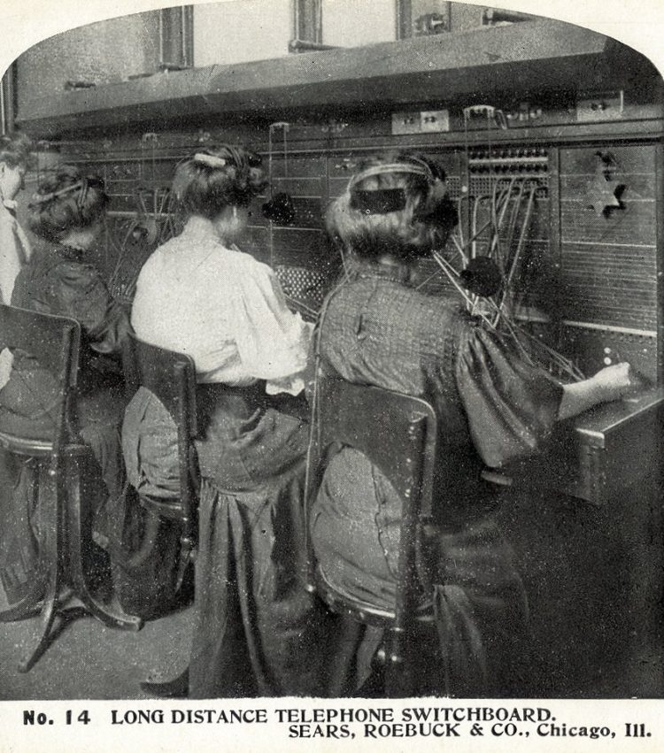 Vintage telephone operators (3)