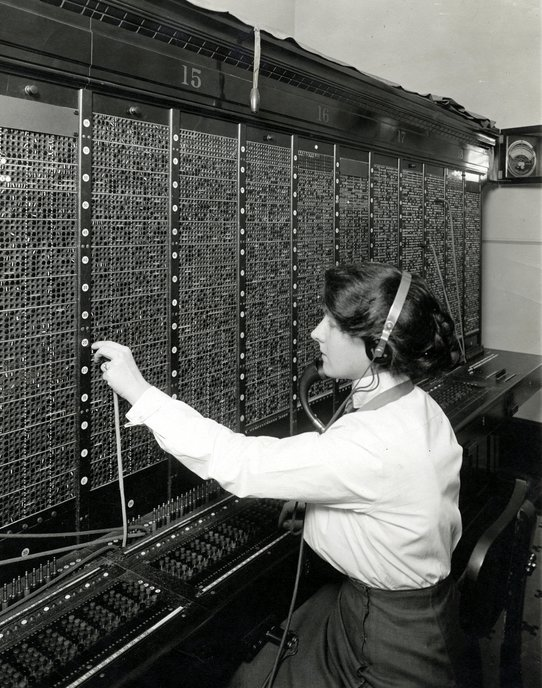 Vintage telephone operators (4)