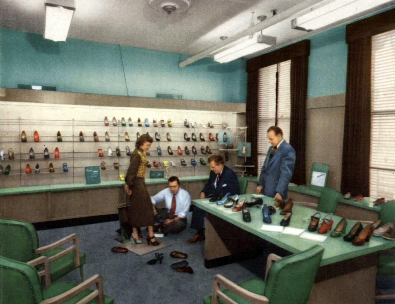 Vintage 50s women's shoe styles - Shoe store (1952)