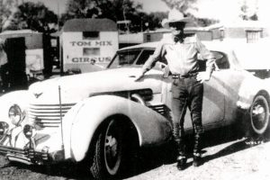 Western star Tom Mix killed in car crash (1940)